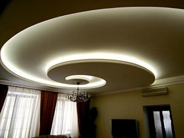 криволинейный потолок с подсветкой