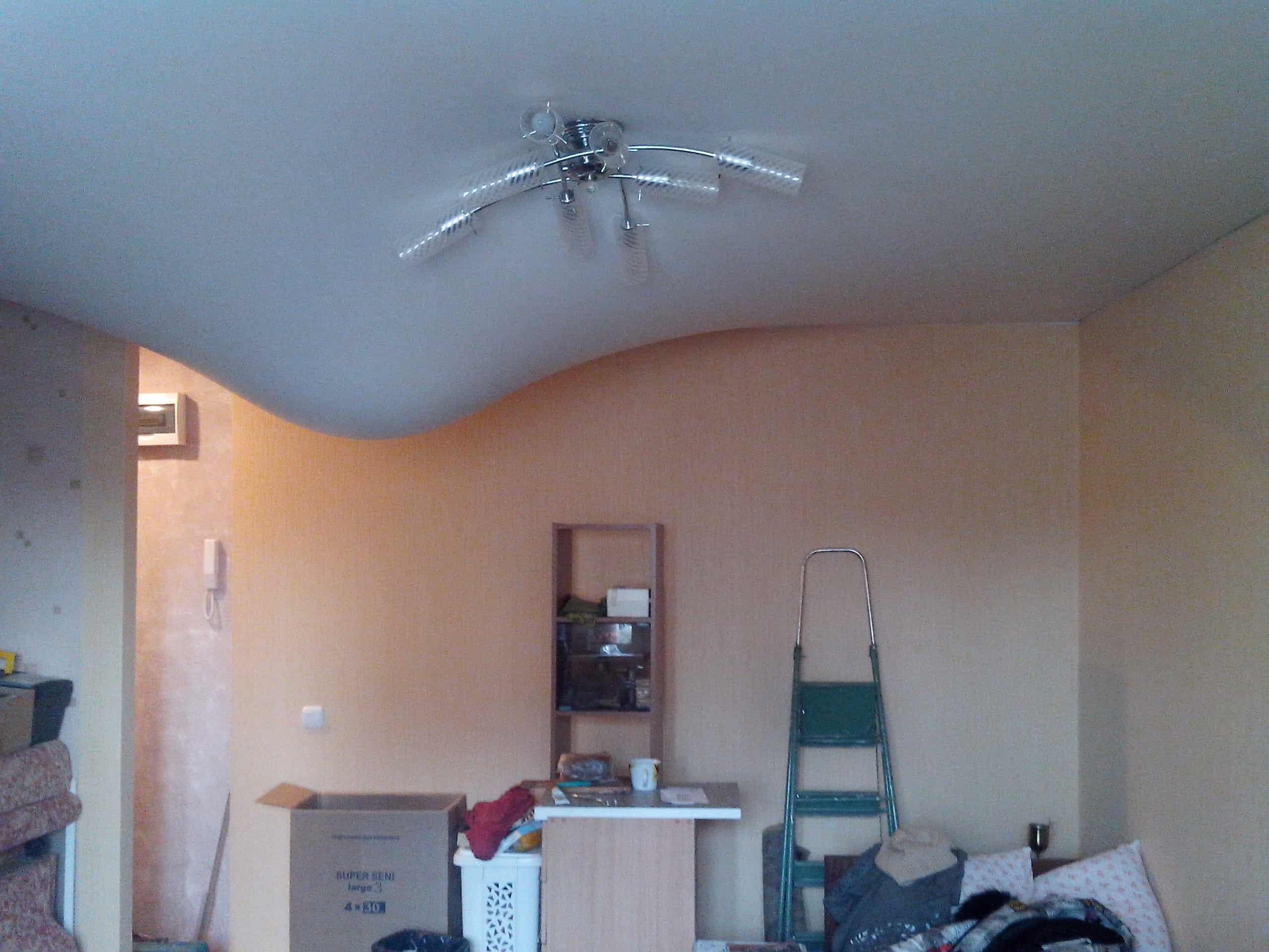 слить воду с потолка